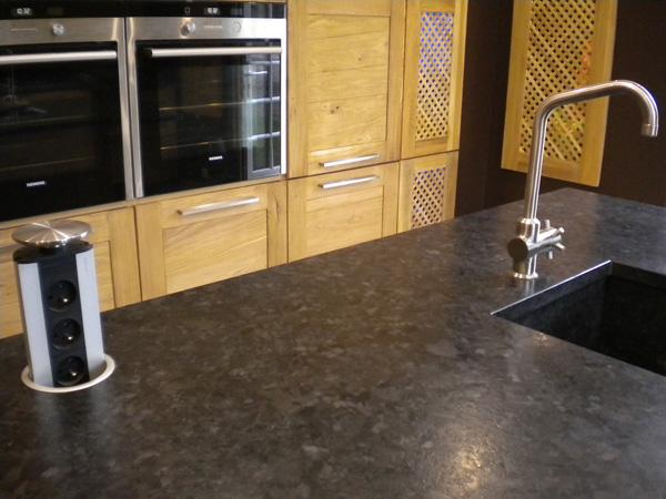 cuisine-granit-brown-antique-cuir-prise-telescopique