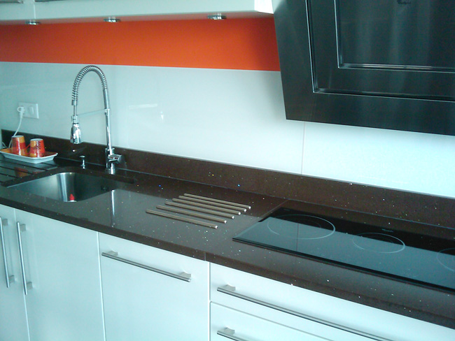 cuisine-granit-chocolat-marron-quartz-starlight-brown