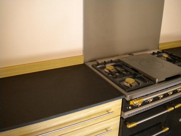 cuisine-granit-noir-antique-flamme-brosse-zimbabwe
