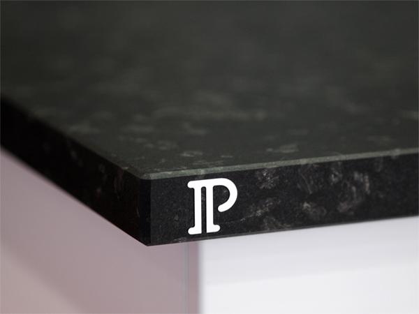 cuisine-granit-noir-meteor-prestige-granit-haut-de-gamme