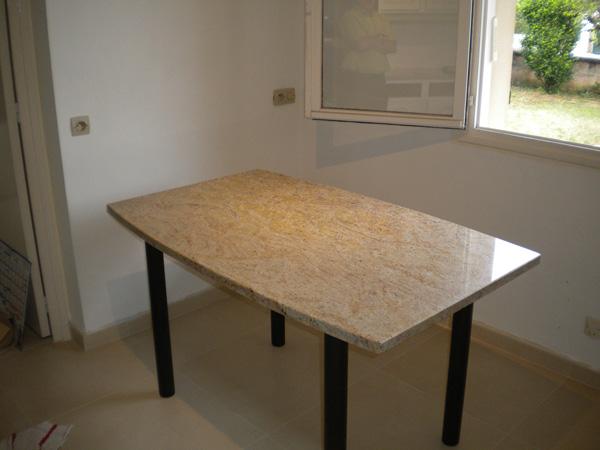 mobilier-granit-table-fantaisy-light-forme-tonneau-pieds-graphites