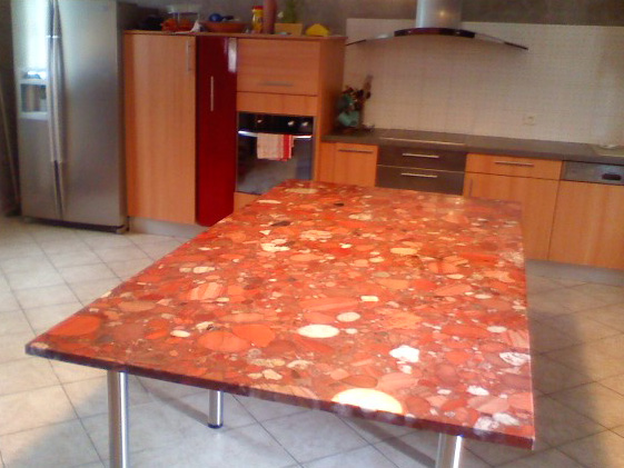 mobilier-granit-table-marinace-rouge