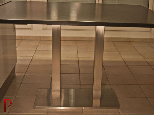 mobilier-granit-table-pied-double-en-inox