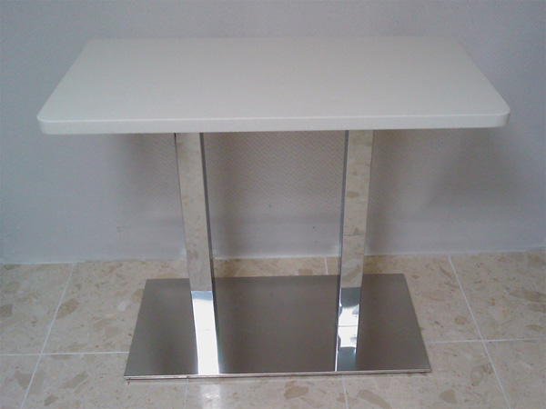 mobilier-granit-table-quartz-blanc-pied-double-inox