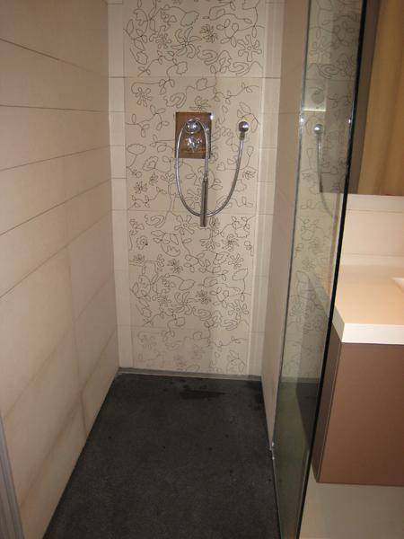 salle-de-bain-granit-douche-italienne-zimbabwe-flamme