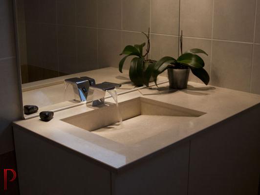 salle-de-bain-quartz-vasque-en-pente-caniveau